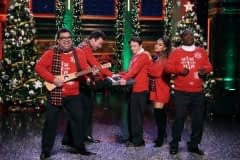 Ariana Grande performs with The Roots on December 18, 2018 - Jimmy Fallon